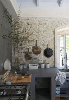 You are able to have a stone wall to instantly have a rustic kitchen. Searching for inspirations of stone wall for a rustic kitchen? Stone Interior, Interior Design Kitchen, Kitchen Wall Design, Interior Modern, Interior Walls, Kitchen Layout, Wood Wall Design, Rustic Stone, Rustic Wood