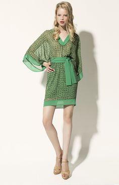 Charmante robe cocktail en crêpe mousseline pour évoluer avec grâce en légèreté et transparence!