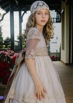 Diseño y confección artesanal de moda infantil y juvenil. Especialistas en vestidos para comunión,  comunión 2017