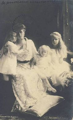 Queen Marie of Romania and children, Princess Elisabeth, Princess Marie (Mignon), and Prince Nicholas Princess Alexandra, Princess Beatrice, Prince And Princess, Royal Family Lineage, Michael I Of Romania, Romanian Royal Family, Royal Beauty, Central And Eastern Europe, Royal Blood