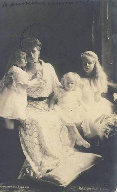 Queen Marie of Romania and children, Princess Elisabeth, Princess Marie (Mignon), and Prince Nicholas