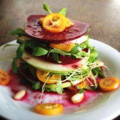 Pancar Apple Mille-Feuille Bu çiğ vegan milföy yeni Alman vejetaryen yemek dergisinde bir vejetaryen yemek tarifi esinlenerek, ve benim Katmanlı Pancar Avokado Salatası edilir .: