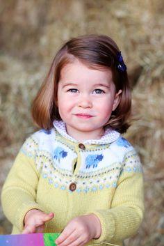 As the granddaughter of HRH Princess Diana and the daughter of the Duchess of Cambridge, Princess Charlotte - the British Royal Family's. Princesa Charlotte, Princesa Kate, Princesa Real, Royal Princess, Prince And Princess, Little Princess, Prince Harry, Princess Room, Kate Middleton