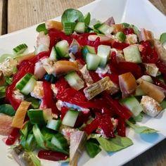 Salade met rode bieten, gerookte makreel en krieltjes
