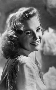 June Allyson (October 1917 – July an American stage, film, and television actress, dancer, and singer. Hollywood Stars, Hooray For Hollywood, Hollywood Icons, Golden Age Of Hollywood, Vintage Hollywood, Hollywood Glamour, Hollywood Actresses, Classic Hollywood, Actors & Actresses