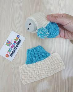 Kışın patiksiz olmaz dimi💙💙💙hele bebisler asla bu bot patik zapatitos de estsmbre kolay ve cok guzel💙💙bir zapatitos tejidoa❤birakmayi ve kaydetmeyi unutmayin. Baby Booties Knitting Pattern, Crochet Baby Shoes, Crochet Baby Booties, Baby Knitting Patterns, Knitting Stitches, Baby Patterns, Crochet Patterns, Crochet Hats, Baby Bootees