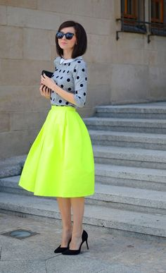 Skater outfits are probably the most girly thing ever. Skater outfits for girls are really cute and suit almost all women in all shapes and sizes. Neon Outfits, Spring Outfits, Work Outfits, Skater Outfits, Green Skirt Outfits, Spring Clothes, Look Fashion, Womens Fashion, Fashion Trends