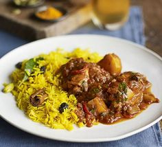 Cape Malay chicken curry with yellow rice Spice up chicken thighs in a South African curry, packed with flavourful spices and served with a side of sweet, fragrant rice Bbc Good Food Recipes, Indian Food Recipes, Asian Recipes, Dinner Recipes, Cooking Recipes, Healthy Recipes, Oven Recipes, Bbc Recipes, Recipies