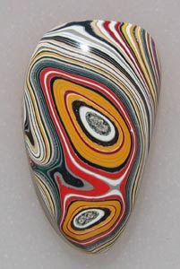Cheap jewels: Fordite or Detroit Agate is old automobile paint which has hardened sufficiently to be cut and polished. It was formed from built up layers of enamel paint slag that was baked numerous times. Minerals And Gemstones, Crystals Minerals, Rocks And Minerals, Stones And Crystals, Pebble Painting, Pebble Art, Stone Painting, Cool Rocks, Beautiful Rocks