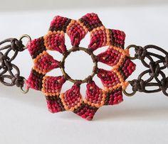 Macramé mandala flor textil pulsera boho rojo marrón