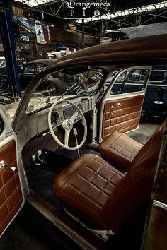 Carros Retro, Carros Vintage, Vw Bugs, Volkswagen Bus, Fusca German Look, Car Interior Upholstery, Hot Vw, Custom Car Interior, Beetle Convertible