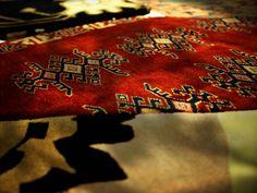 geo art #Diese Serie von Teppichen besteht aus verschiedenen organischen Formen die die Länder darstellen in denen sie hergestellt wurden. Die Motive sind direkt von den Handwerkern ausgesucht worden. Damit ist dieses Projekt eine wahre internationale Kooperation. http://nodusrug.it/it/collezione_tappeti_scheda.php?ID=GGNPSMA