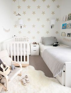 35 Fascinating Shared Kids Room Design Ideas - Planning a kid's bedroom design can be a lot of fun. Baby And Toddler Shared Room, Boy And Girl Shared Room, Girl Toddler, Small Toddler Rooms, Boy Girl Bedroom, Room Girls, Childs Bedroom, Sibling Room, Pinterest Inspiration