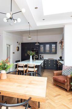 Small Open Plan Kitchens, Open Plan Kitchen Dining Living, Living Room Kitchen, Kitchen Room Design, Kitchen Layout, Kitchen Interior, Kitchen Decor, Small Apartment Interior, Majorca