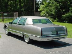1996 Cadillac Fleetwood Brougham....DAMMIT....THIS IS THE COLOR I WISH MINE WAS!!(EFF BLUE)