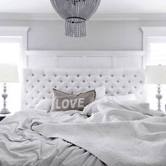 35 all-white room ideas. Discover photos of living rooms, bedrooms, kitchens, and bathrooms decorated in all white decor. Find monochrome white rooms that will inspire your own decor. White Bedroom Set, White Room Decor, White Rooms, Home Decor Bedroom, Modern Bedroom, Bedroom Furniture, Master Bedroom, Bedroom Inspo, Eclectic Bedrooms