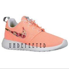 Floral Nike Roshe Runs von UndeFeeted auf Etsy, $160,00