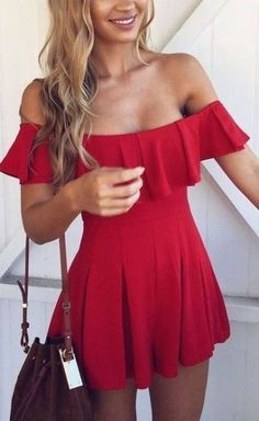 Off the shoulder dresses are perfect summer outfits!