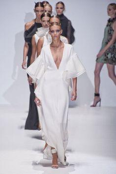 Fashion Runway Gucci spring / summer 2013 runway show milano fashion week I Love Fashion, Passion For Fashion, High Fashion, Fashion Show, Fashion Design, Runway Fashion, Fashion Models, Spring Fashion, Womens Fashion