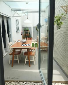 Creative and Modern Ideas: Minimalist Home Decoration Simple chic minimalist decor home.Minimalist Living Room With Kids Floors vintage minimalist decor window.Minimalist Home Office Posts. Minimalist Kitchen, Minimalist Bedroom, Minimalist Decor, Minimalist Interior, Minimalist Living, Modern Minimalist, Cozy Living Rooms, Home Living Room, Home Room Design