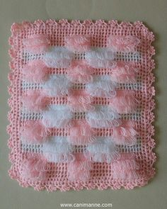 This model will be a very nice choice for your baby. By examining the picture, you can knit it to your own baby. Crochet Afghans, Crochet Stitches Patterns, Thread Crochet, Baby Blanket Crochet, Crochet Designs, Crochet Doilies, Crochet Baby, Knitting Patterns, Scarf Patterns