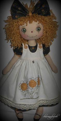 Sunflower Annie by charmingsbycmh Handmade Dolls Patterns, Doll Patterns, Pretty Dolls, Cute Dolls, Baby Sweater Patterns, Homemade Dolls, Yoruba, Christmas Sewing, Raggedy Ann