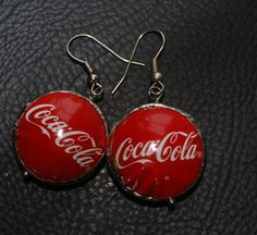 Recycled bottle caps jewelry ****correct term: RE-PURPOSED bottle cap earrings ; Bottle Cap Earrings, Bottle Cap Jewelry, Bottle Cap Art, Recycled Jewelry, Resin Jewelry, Jewelry Crafts, Handmade Jewelry, Plastic Jewellery, Jewlery