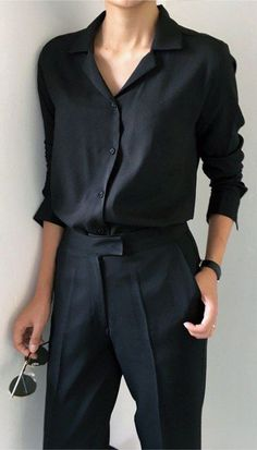 Minimal Fashion Style Tips. Minimal fashion Outfits for Women and Simple Fashion Style Inspiration. Minimalist style is probably basics when comes to style. Boho Fashion Summer, Summer Fashion Outfits, Womens Fashion For Work, Spring Outfits, Spring Clothes, Fashion Office, Work Fashion, Women's Fashion, Korean Fashion