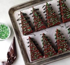 Gives me an idea for brownies. Creative Christmas Food, Christmas Sweets, Creative Food, Christmas Cookies, Christmas Time, Xmas, Christmas Tree Brownies, Cake Recipes, Food And Drink