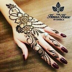 Simple Mehndi Design Images Gallery - Simple Mehndi Designs for Hands Images Easy to Draw for Beginner. new mehndi design that suitable for beginner Mehndi Design Photos, Mehndi Designs For Fingers, Beautiful Mehndi Design, Best Mehndi Designs, Simple Mehndi Designs, Mehandi Designs, Arabic Henna Designs, Henna Tatoos, Simple Henna Tattoo