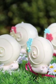 Cute little snail cake pops. I want to make these with pastel colored shells. Cakepops, Cute Cakes, Yummy Cakes, Beautiful Cakes, Amazing Cakes, Snail Cake, Cupcakes Decorados, Cookie Pops, Marshmallow Pops