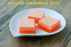 Orange Creamsicle Jello - Quick and easy dessert with Jello & Cool Whip that brings back childhood memories. I like using footed glasses tho Jello Deserts, Köstliche Desserts, Delicious Desserts, Dessert Recipes, Yummy Food, Orange Creamsicle, Orange Jello, Blue Jello, Jello With Cool Whip