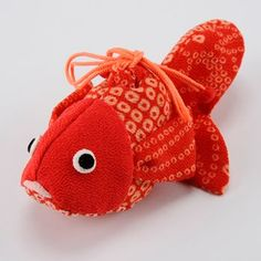 Goldfish drawstring pouch. Japanese traditional hand sewing project using silk chirimen instead of cotton.