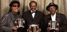 Der wichtigste Rockmusiker aller Zeiten ist tot. Little Richard, Chuck Berry und Bo Diddley werden 2002 mit dem BMI Pop Awards ausgezeichnet