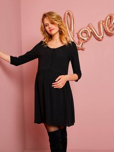 A touch of femininity and comfort thanks to this loose-fitting viscose maternity dress. Available plain or all-over print! You choose! V-Neck maternity dress Maternity Sale, Maternity Dresses, Cold Shoulder Dress, Feminine, Formal Dresses, Black, Touch, Fashion, Women's