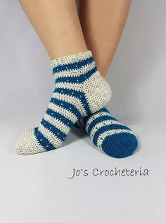 Knit Stitch Crochet Socks By Johanna Holmberg - Free Crochet Pattern - (ravelry) Crochet Boot Cuffs, Crochet Slipper Pattern, Crochet Boots, Crochet Slippers, Knitting Socks, Loom Knitting, Free Knitting, Crochet Puff Flower, Crochet Flower Patterns
