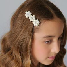 The Lady Tiffany Pearl Flower Luxury Girls Hair Clip Sienna Likes To Party is the online store fo Girls Hair Accessories, Girls Jewelry, Flower Hair Clips, Flowers In Hair, Tiffany, Holographic Fashion, Luxury Girl, Flower Girl Hairstyles, Pearl Flower