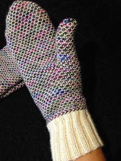 Cottemor: Tunna vantar i bruten mosstickning med två färger