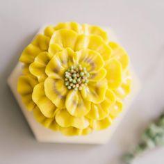 컵케이크 만들기🎶.. . . #flowercake #buttercreamcake #cake #cakes #bithdaycake #cupcakes #cupcake #flower #flowers #cakedecorating #bouquet #baking #instarcake #인스타케이크 #bakers #꽃케이크 #버터플라워케익 #꽃케익 #인스타케이크 #꽃 #플로리스트 #맛스타그램 #버터크림케이크 #루이스케이크 #케익스타그램 #플라워케익 #플라워케이크 #홈베이킹 #베이킹 #분당플라워케이크