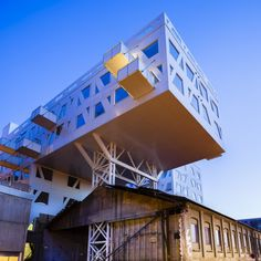 For those structural engineers to see what a long cantilever we have here .. so creative / LINK Arkitektur