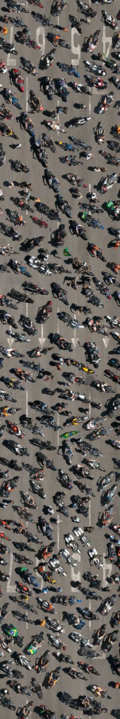 """If you didn't see it yesterday, this is the second """"strip"""" of the 400 Harley-Davidson motorcycles aerial photography - 3 meters wide - on Rio Harley Days"""