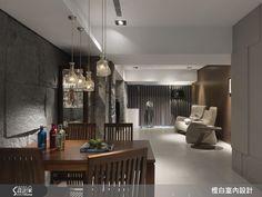 採光和收納,絕對是完美生活不可或缺的兩大要素! 45 坪的老屋翻新,以大量的純白色調鋪排,呼應清爽明亮的氛圍,櫃體門片採用隱性設計,化解收納的視覺負擔,設計師收整線條,更解決舊有地坪高低落差的問題,讓整體空間顯得清爽、舒適。以現代風定義的居家,在全然純淨的色調中,佐和溫潤的木質元素,調製屬於家的悠閒