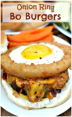 Onion Ring Bo Burger - savory beef mixed with diced onions grilled to perfection, topped with homemade BBQ sauce, melted cheese, & a fried egg surrounded by a crispy onion ring. Top Recipes, Burger Recipes, Beef Recipes, Cooking Recipes, Snack Recipes, Paninis, I Love Food, Good Food, Yummy Food