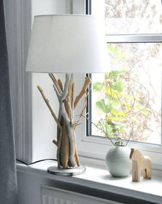 Es werde Licht - 10 tolle DIY-Leuchten für dein Zuhause | SoLebIch.de Foto: Lenkas_Kitchn #solebich #diy #lampen #light #lights #strandlame #standlampe #holz #äste #wood #treibholz #schirmlampe