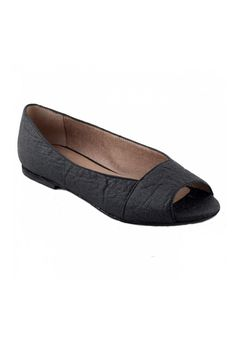 Piñatex Fara Flat - NAE Vegan – Bead & Reel // Ultra cute and comfortable vegan shoes that would go great with a dress Vegetarian Shoes, Vegan Shoes, Tyres Recycle, Peep Toe Flats, Shoe Brands, Dressmaking, Biodegradable Products, Vegan Leather, Bead