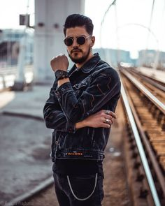 So proud to be part on the campaign for the new Breakwater line watch. I really like its clear and sporty design! They asked… Be Proud, Romania, Line, Campaign, Sporty, Ootd, Mens Fashion, Watch, Casual