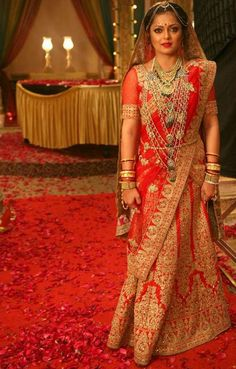 """Clear popular faces also do not guarantee a hit show. Zee TV India's recent show """"Ek Tha Raja Ek Thi Rani,"""" starring Drashti Dhami and Siddhant Karnick, is not doing well in terms of TRPs. Indian Bridal Lehenga, Indian Bridal Outfits, Indian Bridal Fashion, Indian Bridal Wear, Indian Dresses, Bridal Dresses, Bride Indian, Beautiful Girl Indian, Most Beautiful Indian Actress"""