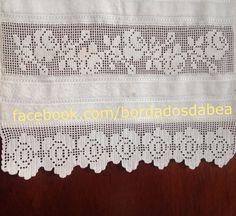 Toalha de rosto com crivo de Toledo Crochet Borders, Love Crochet, Lace Shorts, Cross Stitch, Elsa, Bath Towels & Washcloths, Tablecloths, Face Towel, Embroidered Towels