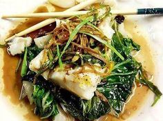 """Foil Steamed Spicy Ginger Soy Cod & Bok Choy This recipe has made it to the """"TOP"""" of all my fish recipes. It& steamed in aluminum foil and cooked in the oven. I can& begin to explain ho. Cod Fish Recipes, Bok Choy Recipes, Seafood Recipes, Asian Recipes, Cooking Recipes, Healthy Recipes, Ethnic Recipes, Steamed Fish Recipes Healthy, Salmon"""