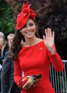 Kate Middleton, habillée en Alexander McQueen, lors des célébrations du jubilé de diamant de la reine, à Londres, le 3 juin 2012.